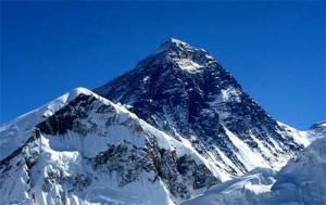 Everest, perbatasan Nepal dan China (29,029 ft.)